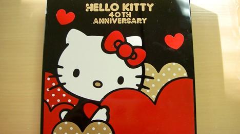 キティ誕生40周年記念デザイン