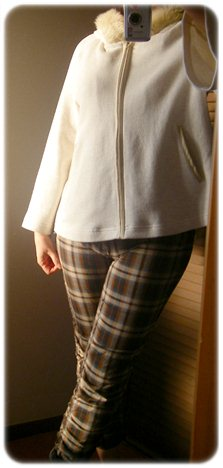 アツロウタヤマ ポンチョ風パーカーを着てみた
