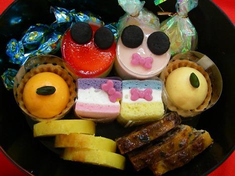 ディズニーおせちのキャラクターケーキ