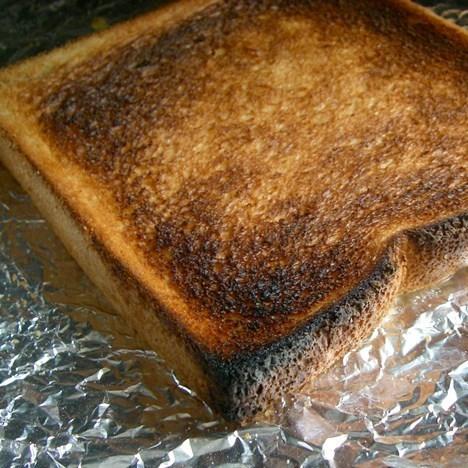 トーストが焦げた