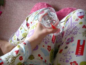 minilaboのパジャマを着用中